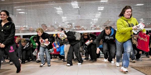 ¿Es mejor comprar por Internet o ir a la tienda?: Evitas las multitudes de Black Friday